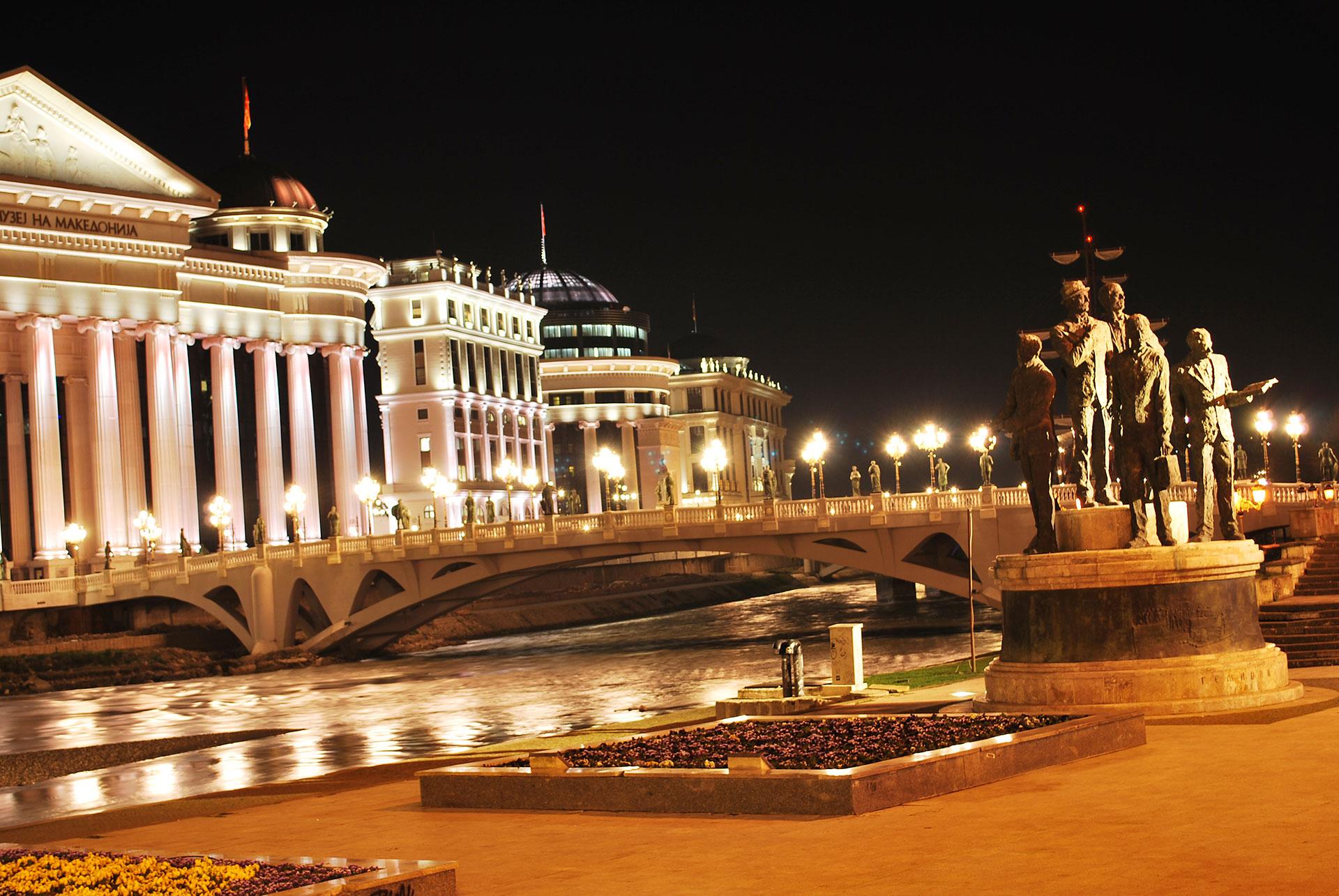 Skopje-by-night