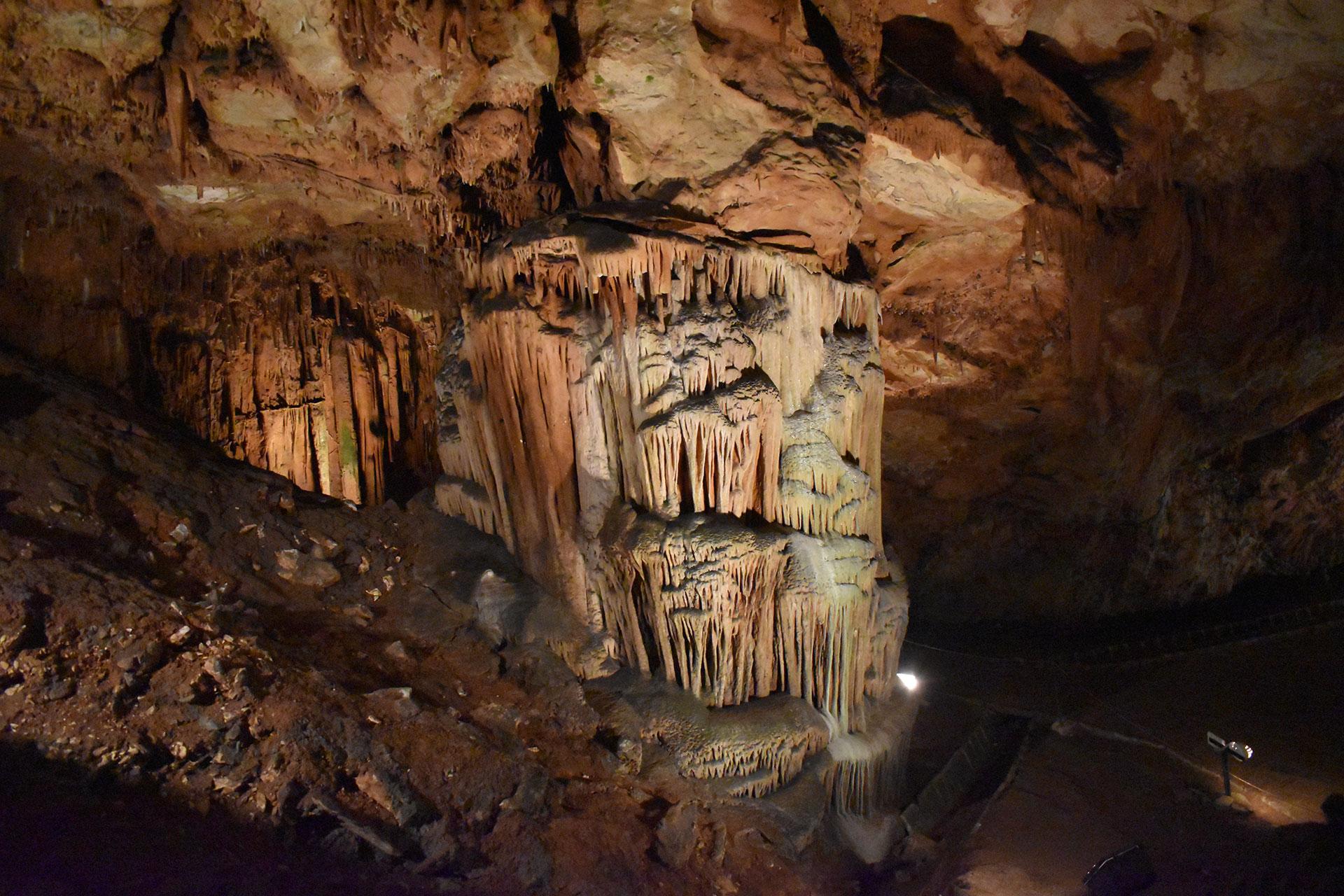 Saeva-Dupka-Cave-Rock-formations